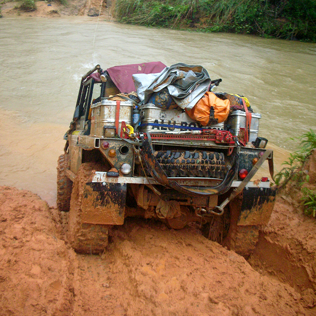 Alubox.com rainforest challenge rally in the Malaysian jungle, off road alu cases