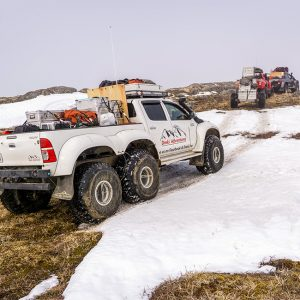 Alubox.com Expeditions 7 to Greenland, ekspeditions kasser_6x6 on rocks and snow