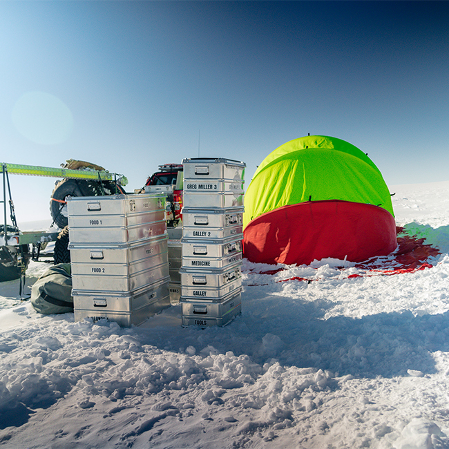 Alubox.com Expeditions 7 to Greenland, ekspeditions kasser_camp in the snow with thent