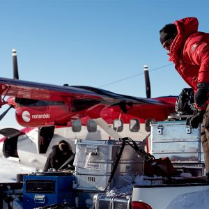 Alubox.com Expeditions 7 to Greenland, ekspeditions kasser_loading an airplane