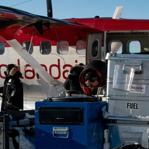 Alubox.com Expeditions 7 to Greenland, ekspeditions kasser_loading an airplane with alu cases