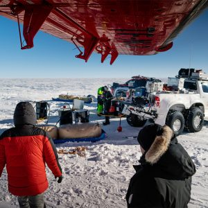 Alubox.com Expeditions 7 to Greenland, ekspeditions kasser_loading the airplane