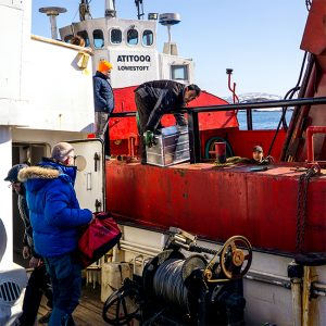 Alubox.com Expeditions 7 to Greenland, ekspeditions kasser_loading the boat_2